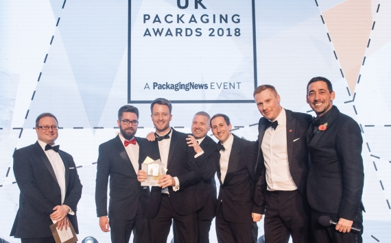 British Glass Operations & Commercial Director Gareth Jones presents Allied Glass with the Glass Pack of the Year Award